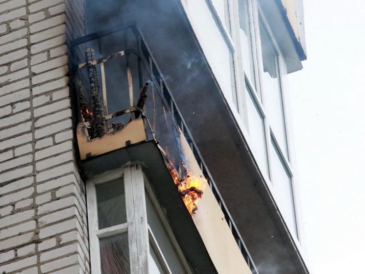 В центре Клинцов горел балкон в многоэтажке
