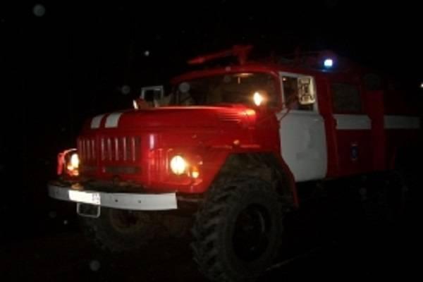 В Клетне в гараже сгорели легковушка и трактор