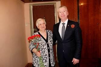 Брянские энергетики поздравили ветеранов с Днём Победы