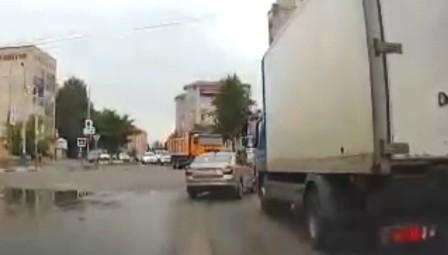 Видео неправильного маневра брянского водителя обернулось штрафом