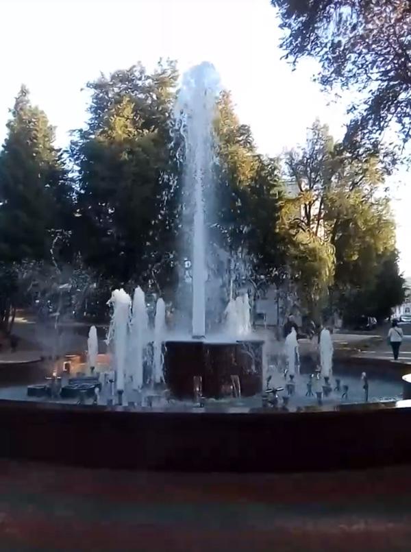 В центре Брянска сегодня заработал фонтан