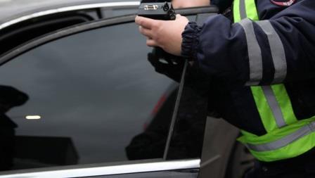 Сегодня на дорогах Брянска водители принялись «растонировать» свои авто