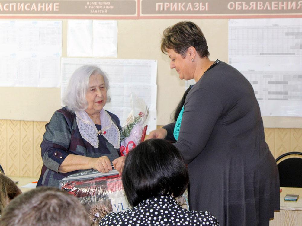 50 лет педагогического стажа Натальи Скоробогатой из Новозыбкова